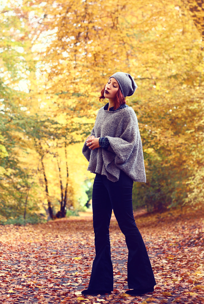 herbst-look-meinfrollein-poncho-flare-jeans-01xweb
