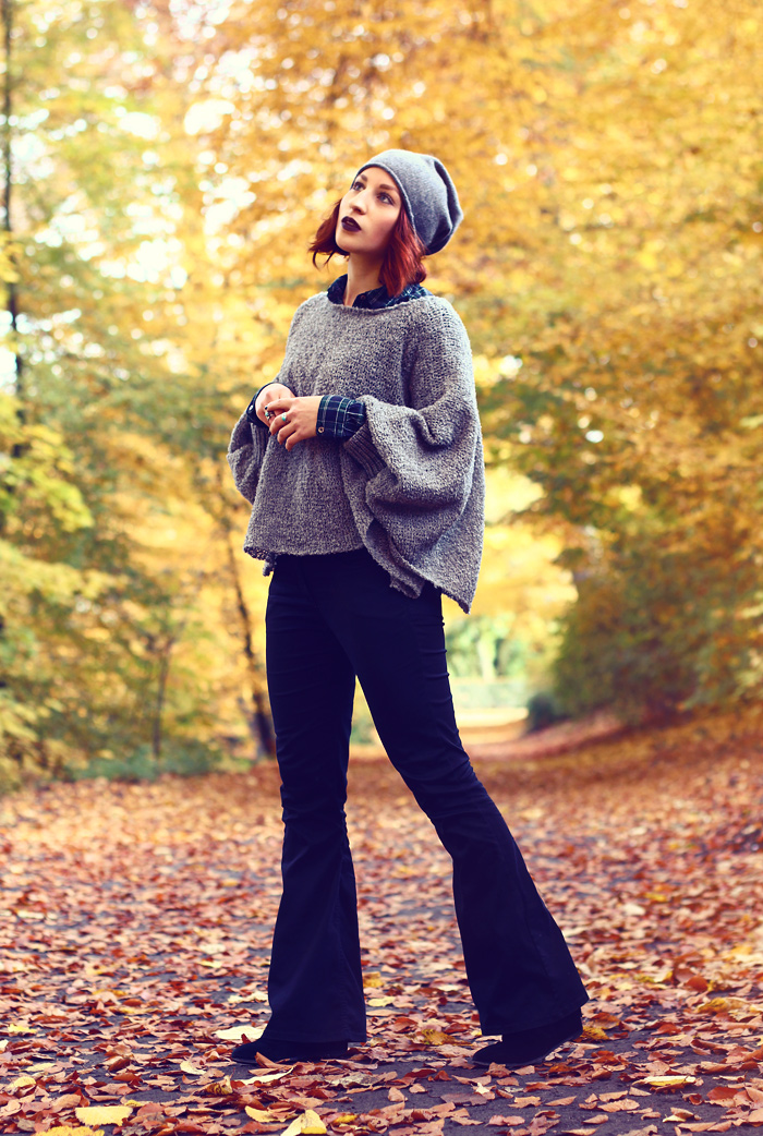 herbst-look-meinfrollein-poncho-flare-jeans-02xweb