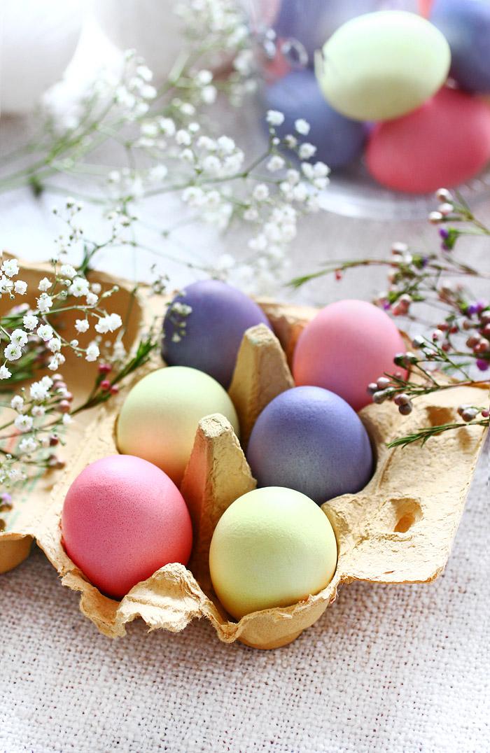 Ostereier in Pastellfarben färben